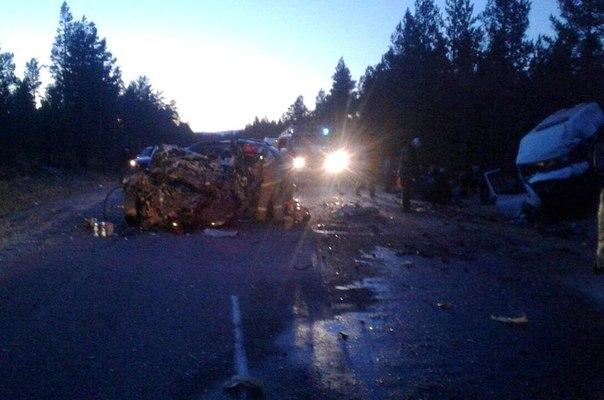 В сети появилось видео лобового ДТП Infinity и маршрутки, в котором погибли двое, 11 человек получили травмы