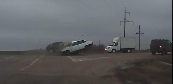 В сети появилось 3 видео одного смертельного ДТП в Саратовской области
