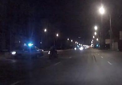 В Омске полицейские бросились в погоню за байкером. ВИДЕО