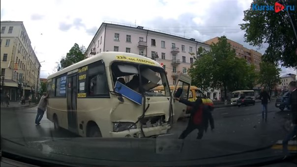 ДТП в Курске с маршруткой