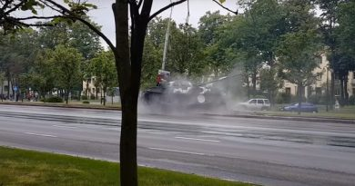 танк снес столб в Минске