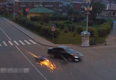 Байкер погиб, попав под колеса «Тойота Камри» в Иркутской области. ВИДЕО