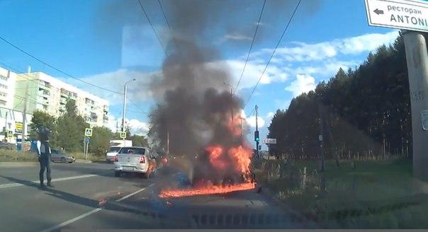 После ДТП мотоцикл загорелся