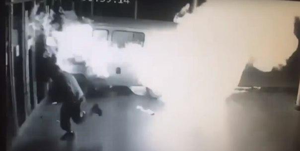 УАЗ протаранил кинотеатр в Екатеринбурге