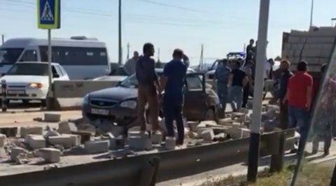 КАМАЗ протаранил маршрутку Махачкала