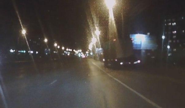 подростки залетели под грузовик