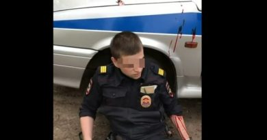 ножом на полицейского