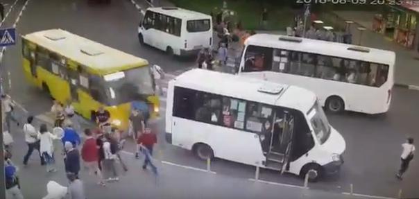 В Мытищах автобус
