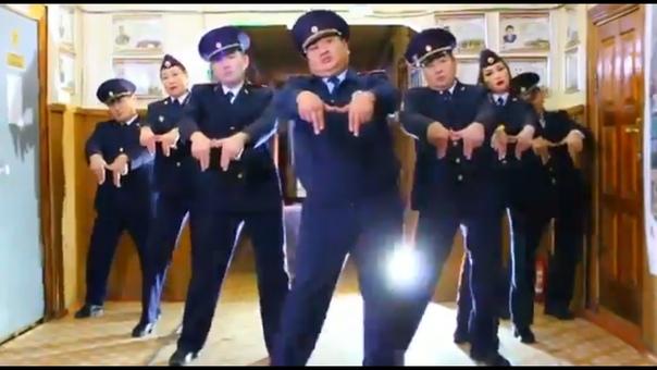 станцевали полицейские