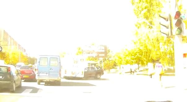 В Кишиневе Porsche Cayenne протаранил троллейбус. ВИДЕО момента смертельного ДТП