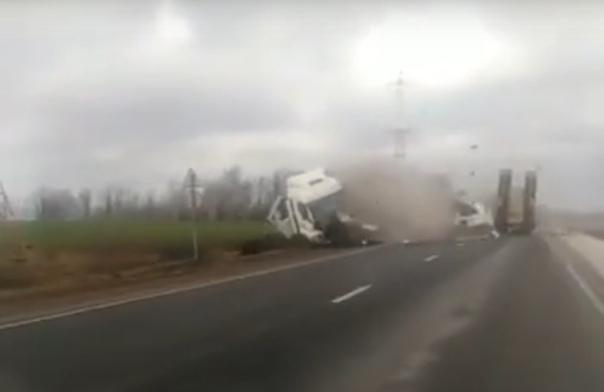 Лобовое столкновение двух большегрузов под Бугульмой попало на ВИДЕО