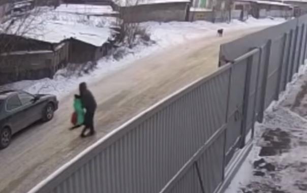 В Иркутске уголовник пытался похитить 9-летнюю девочку. Ему помешал старшеклассник. ВИДЕО