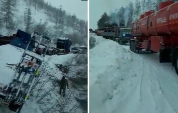 На Колыме с перевала Гаврюшка опрокинулся длинномер. Движение по федеральной дороге заблокировано второй день