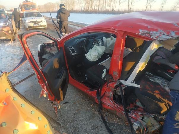 Жуткое ДТП в Башкирии. Трактор ковшом срезал заднюю часть легковушки, погиб 9-летний ребенок