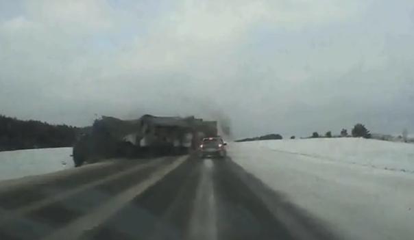 Опубликовано ВИДЕО лобовой аварии двух фур в Татарстане