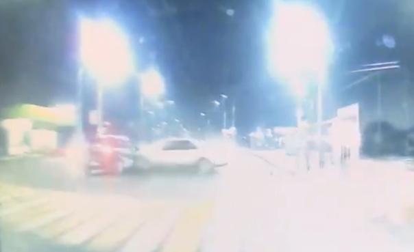 Опубликовано ВИДЕО страшного ДТП на Кургане Бессмертия в Брянске