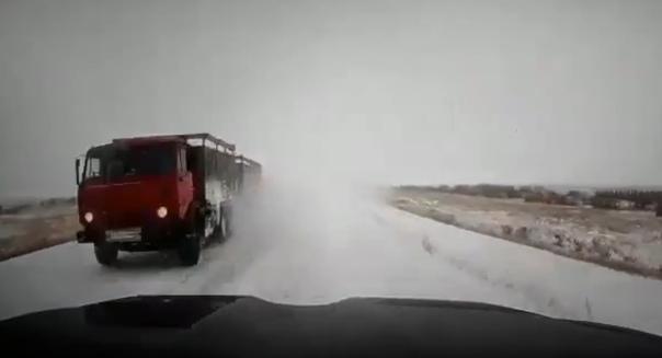 """""""Гранта"""" под Land Cruiser. Появилось видео смертельного ДТП в Казахстане"""