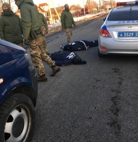 В сети появилось видео жесткого задержания полицейских в Приморье