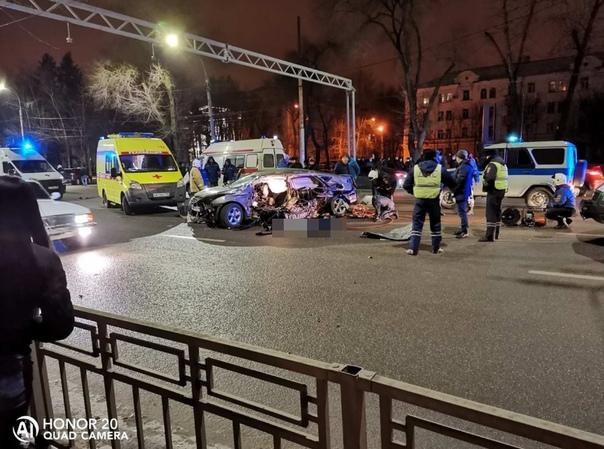 Четыре человека погибли в жуткой аварии в центре Воронежа