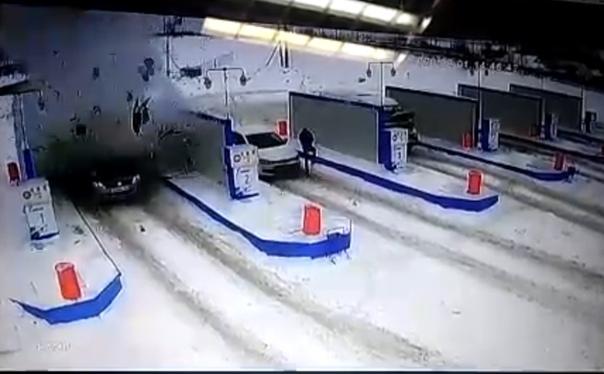 Взрыв автомобиля на газовой заправке в Башкирии попал на ВИДЕО