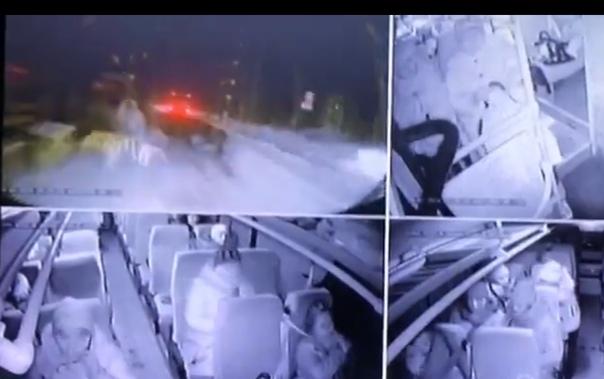 На Кузбассе УАЗ вылетел под вахтовку, погиб пассажир