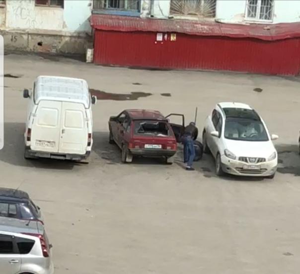 В Полевском ревнивый мужчина разбил прутом машину и избил бывшую жену с новым возлюбленным