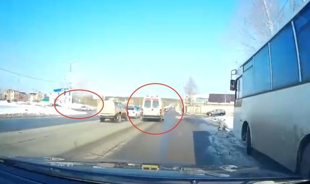 В Ухте машина скорой помощи протаранила автомобиль ДПС