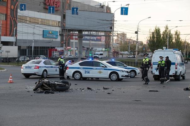 "Опубликовано ВИДЕО из Астрахани, где байкер протаранил ""Ауди"""